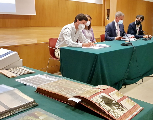 Eduardo Jesus releva auto de doação do arquivo fotográfico de Luís Justino de Portugal da Silveira Henriques de Freitas
