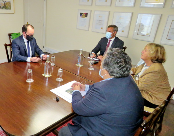 Eduardo Jesus reforça diálogo com embaixador da Hungria