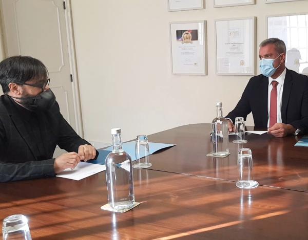 Governo Regional apoia artista visual Hernando Urrutia