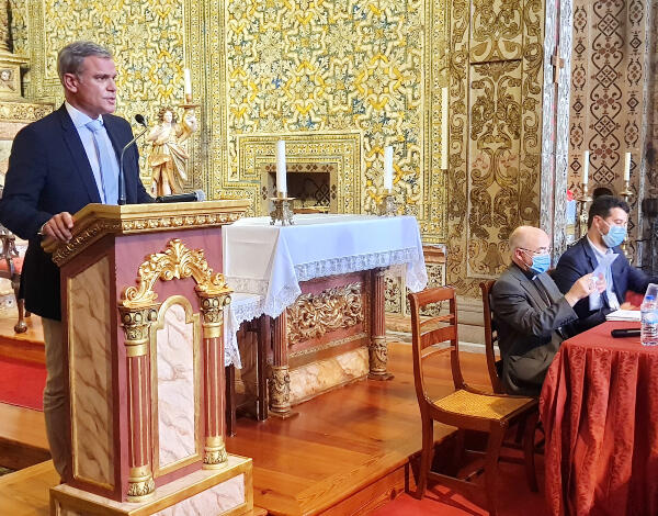 """Eduardo Jesus no lançamento do livro """"São Tiago Menor – Querubim divino armado"""""""
