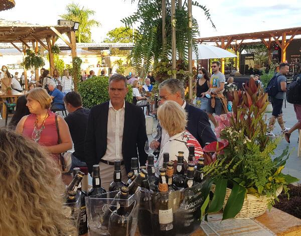 Secretários regionais visitam 'Madeira Wine Lounge'