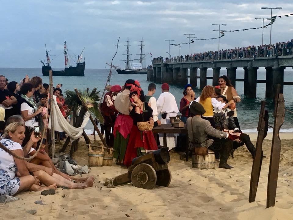 Multidão aplaude chegada de Colombo ao Porto Santo