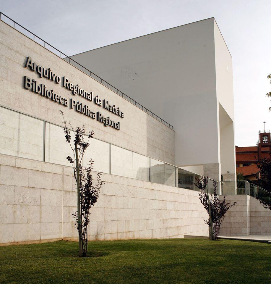 ABM recebe biblioteca do Professor Nelson Veríssimo