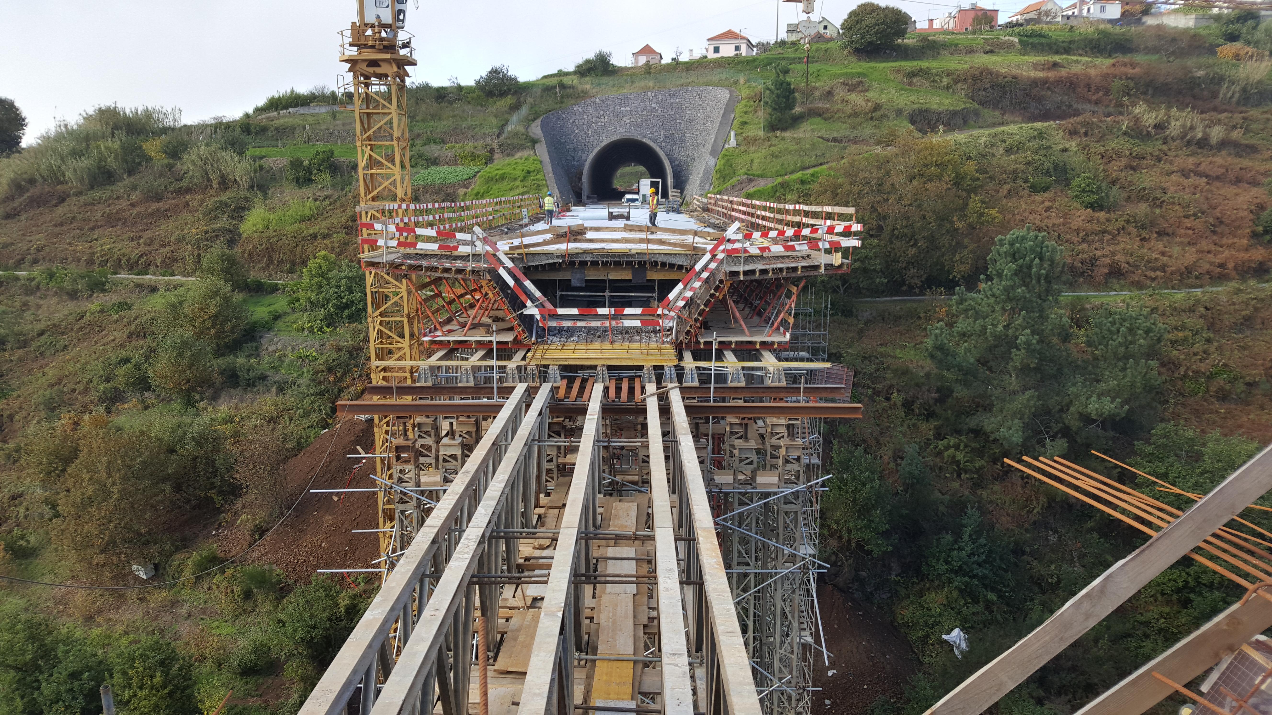"""Vídeo mostra empreitada de construção da """"Via Expresso Fajã da Ovelha / Ponta do Pargo - 2.ª Fase"""""""