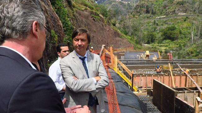 Construção dos falsos túneis na Ribeira de João Gomes decorre a bom ritmo