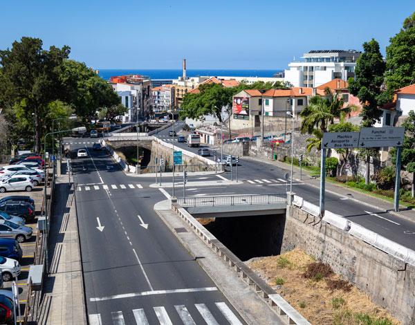 Obras de reconstrução de guardas, passeios e acesso à praia do Funchal na Ribeira de João Gomes vão avançar