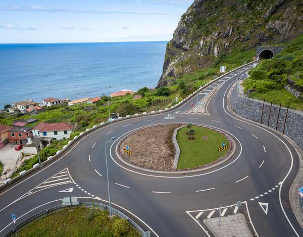 Requalificação das rotundas da Boaventura, Ponta Delgada e Fajã da Areia dá nas vistas, com motivos diferentes e uma história