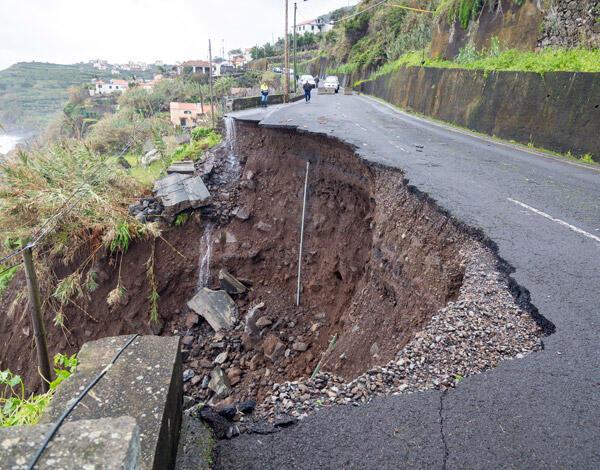 Já começaram as primeiras obras de reconstrução na Ponta Delgada