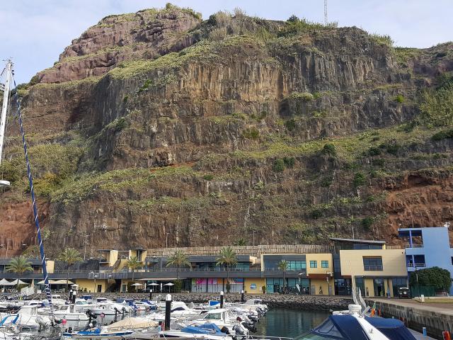 Porto de Recreio da Calheta encerrado para obras de contenção do talude sobranceiro