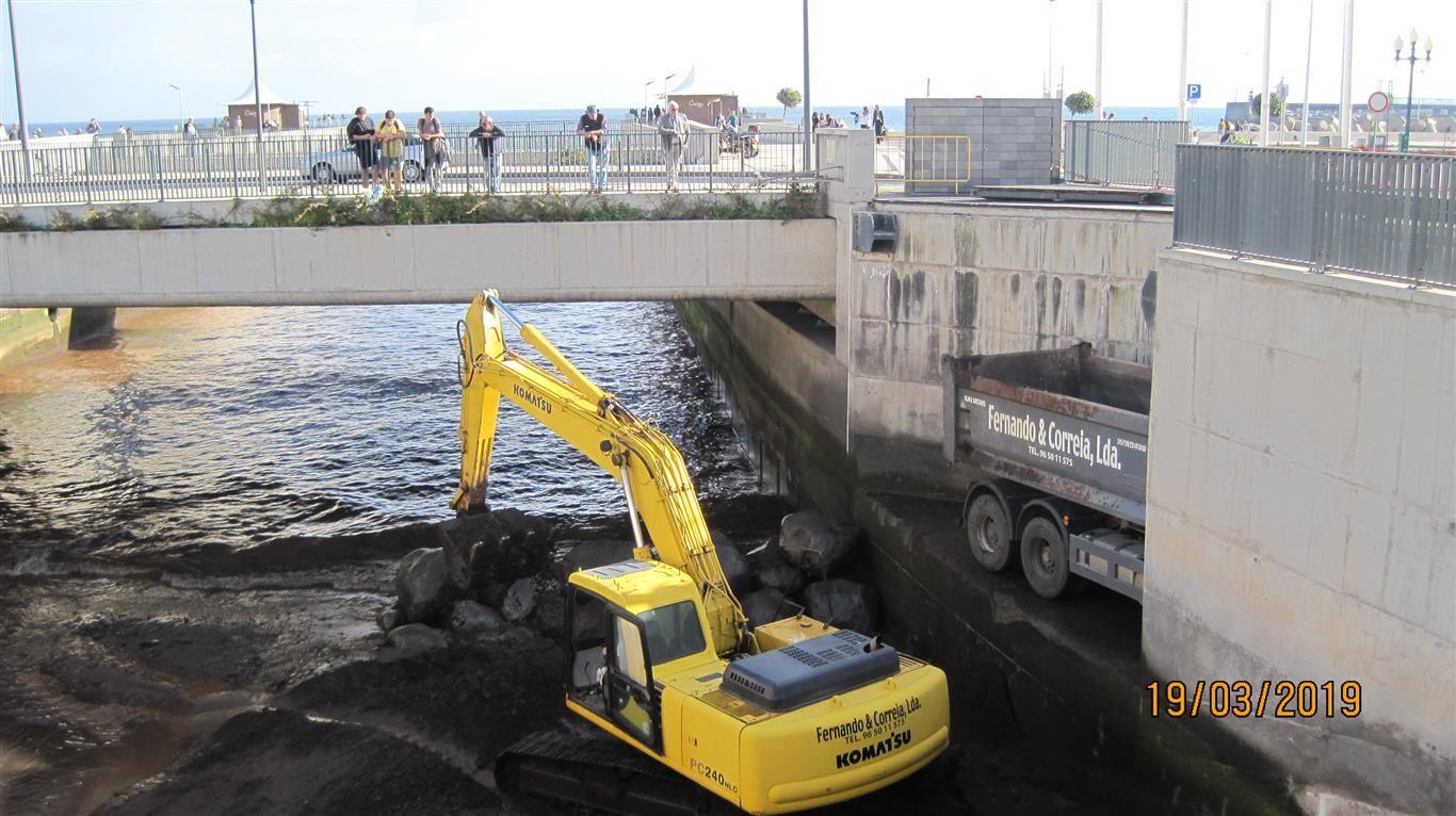 Concluídos os trabalhos de limpeza nas ribeiras de João Gomes e de Santa Luzia