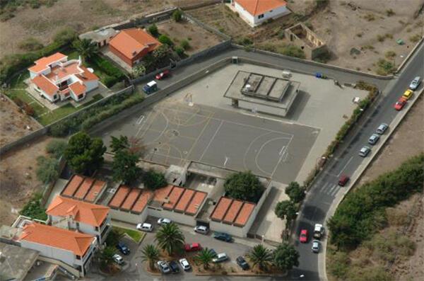 Classificação da Escola Primária do Porto Santo, na Ilha do Porto Santo, como imóvel de interesse público.