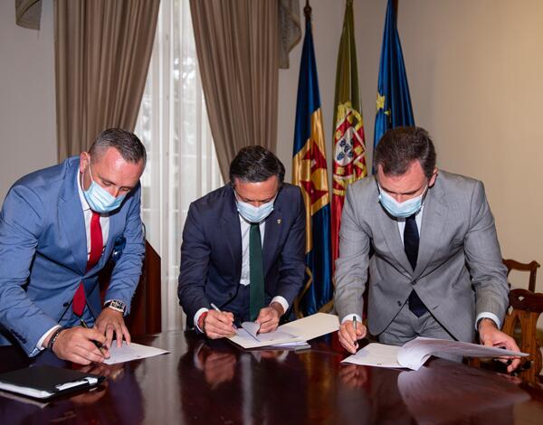 Governo Regional assinou memorando com Associações de Táxi da Região