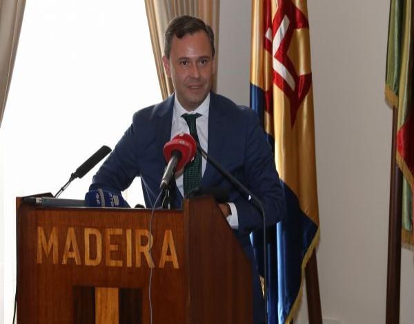 O Secretário Regional da Economia, Rui Barreto, procedeu à entrega de pagamentos do Instituto de Desenvolvimento Empresarial (IDE)