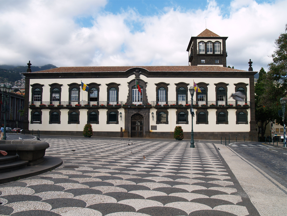 Câmara Municipal do Funchal volta a procurar desviar atenções dos problemas da Cidade