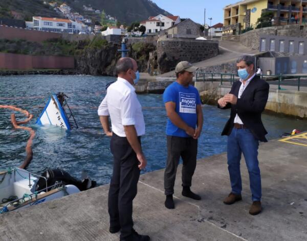 """Governo Regional acompanha no local situação da embarcação de pesca """"Ilha do Sol"""""""