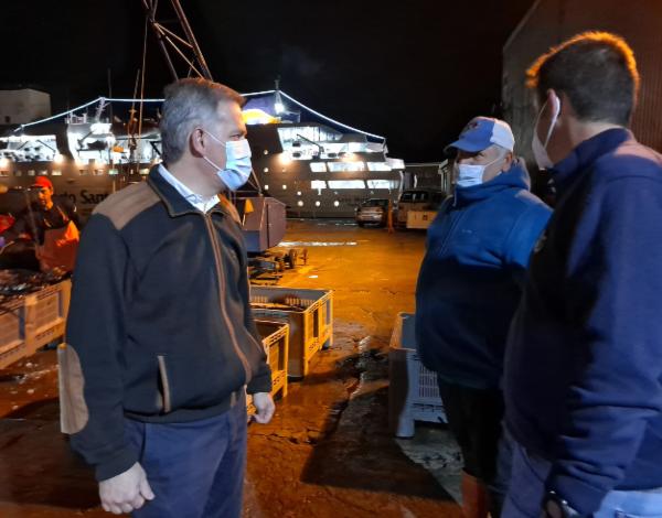 Secretário regional de Mar e Pescas assiste ao leilão na nova lota do Funchal e regista sugestões dos pescadores