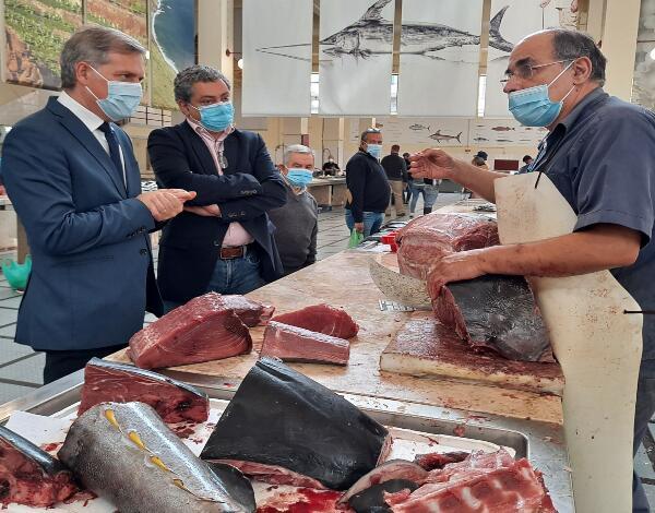 Secretário de Mar e Pescas contatou comerciantes da Praça do Peixe no Mercado dos Lavradores