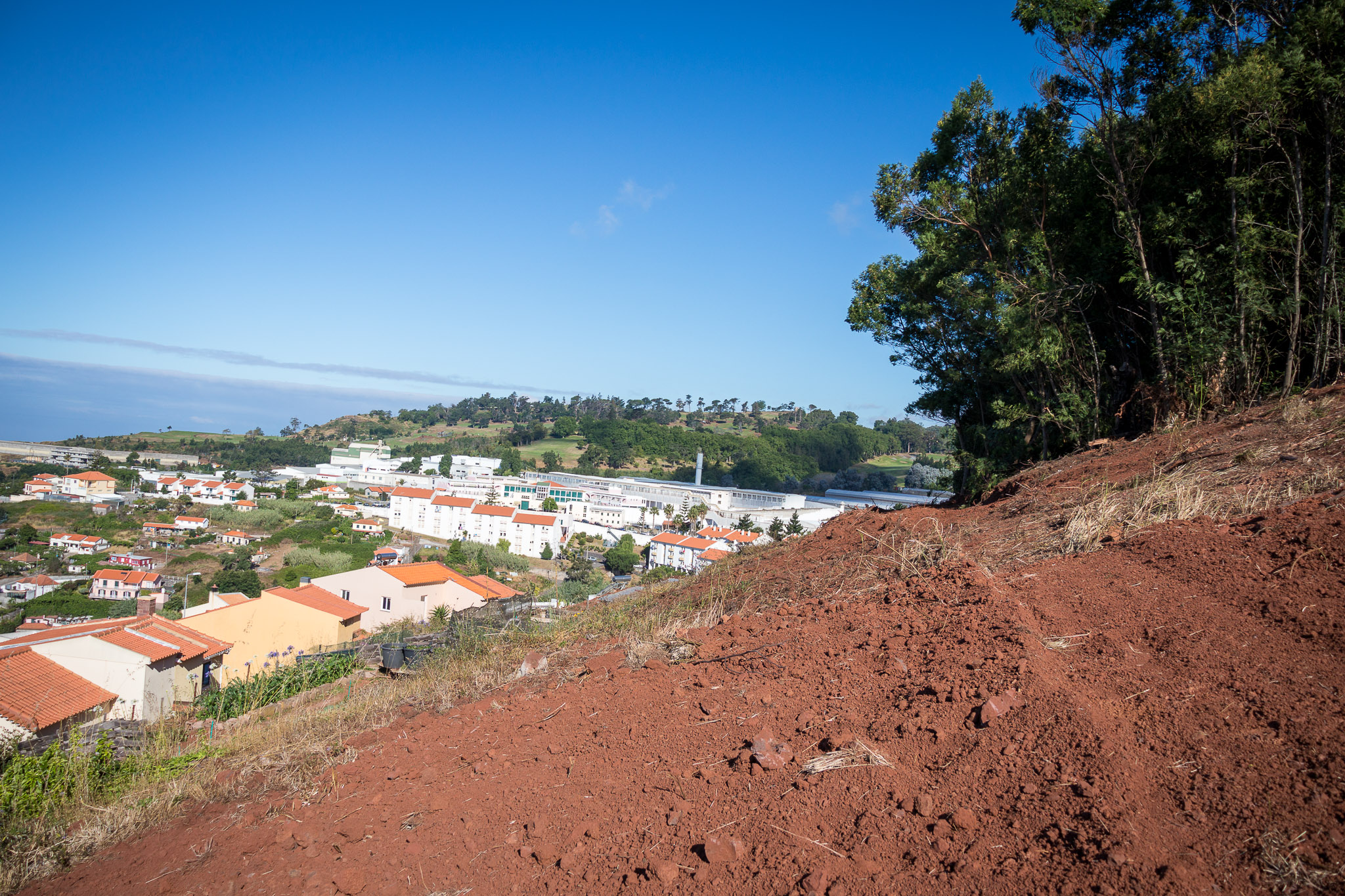 Limpeza de terrenos em trabalho de prevenção contra incêndios