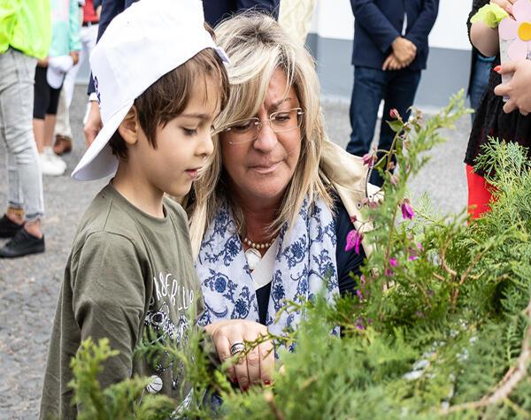 'Bairro em Flor' junta mil crianças