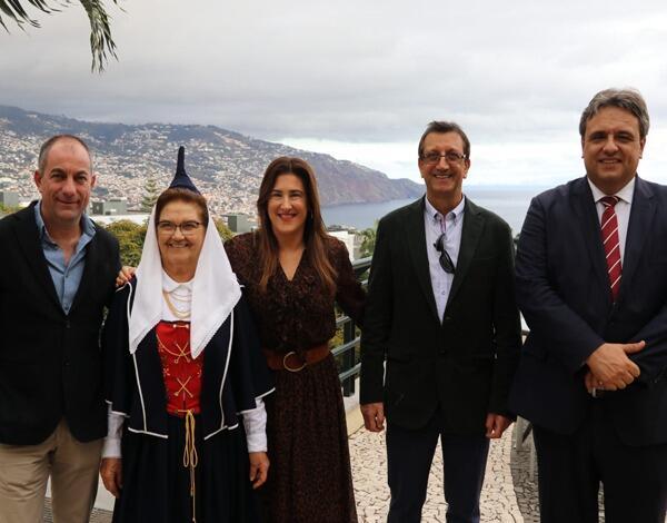 Augusta Aguiar participou na festa de Natal da Casa do Povo de São Martinho