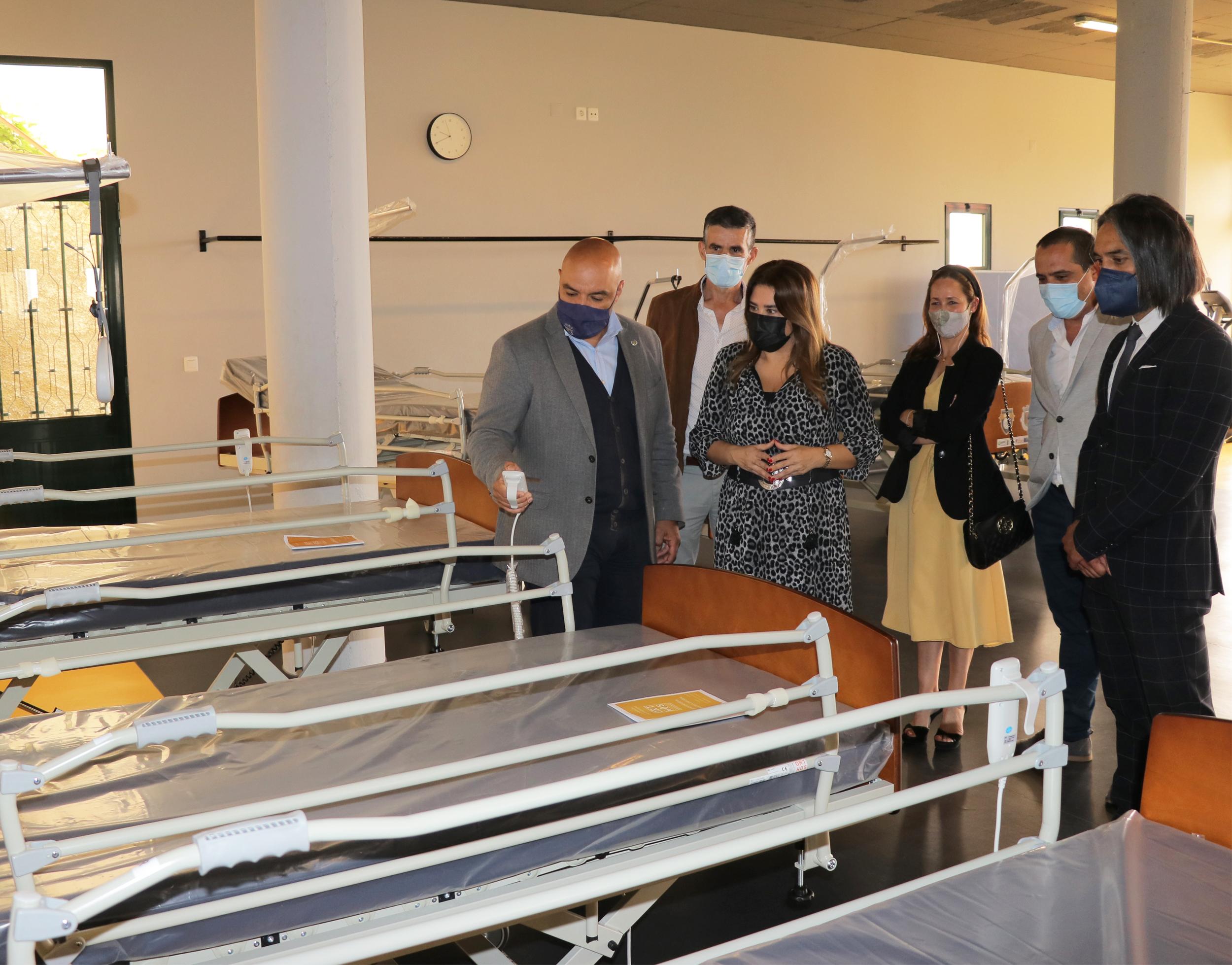 15 camas articuladas entregues a famílias do concelho de Câmara de Lobos