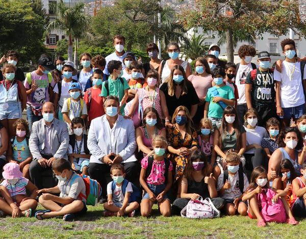 IHM promove Passeio de Catamaran a 78 Crianças dos Bairros Sociais