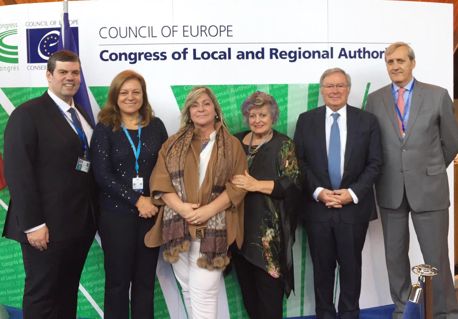 Secretária Regional no Congresso que promove a democracia na UE