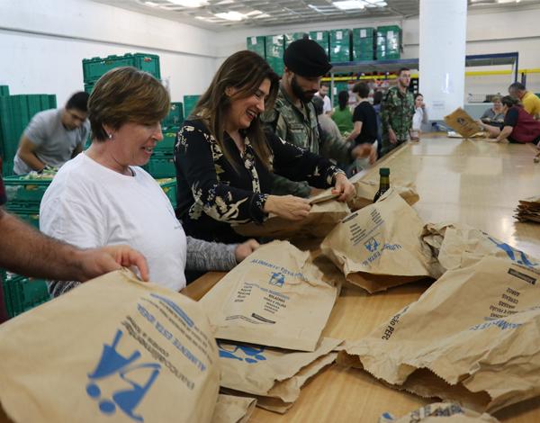 Augusta Aguiar visita armazém de recolha do Banco Alimentar