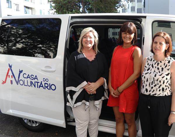 Rita Andrade entrega carrinha à Casa do Voluntário a quem reconhece papel social importante