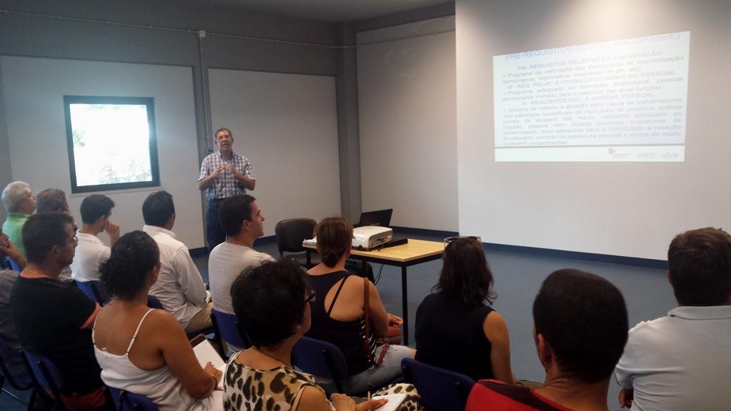 Empresários esclarecidos, pela ARAE, no Porto Santo