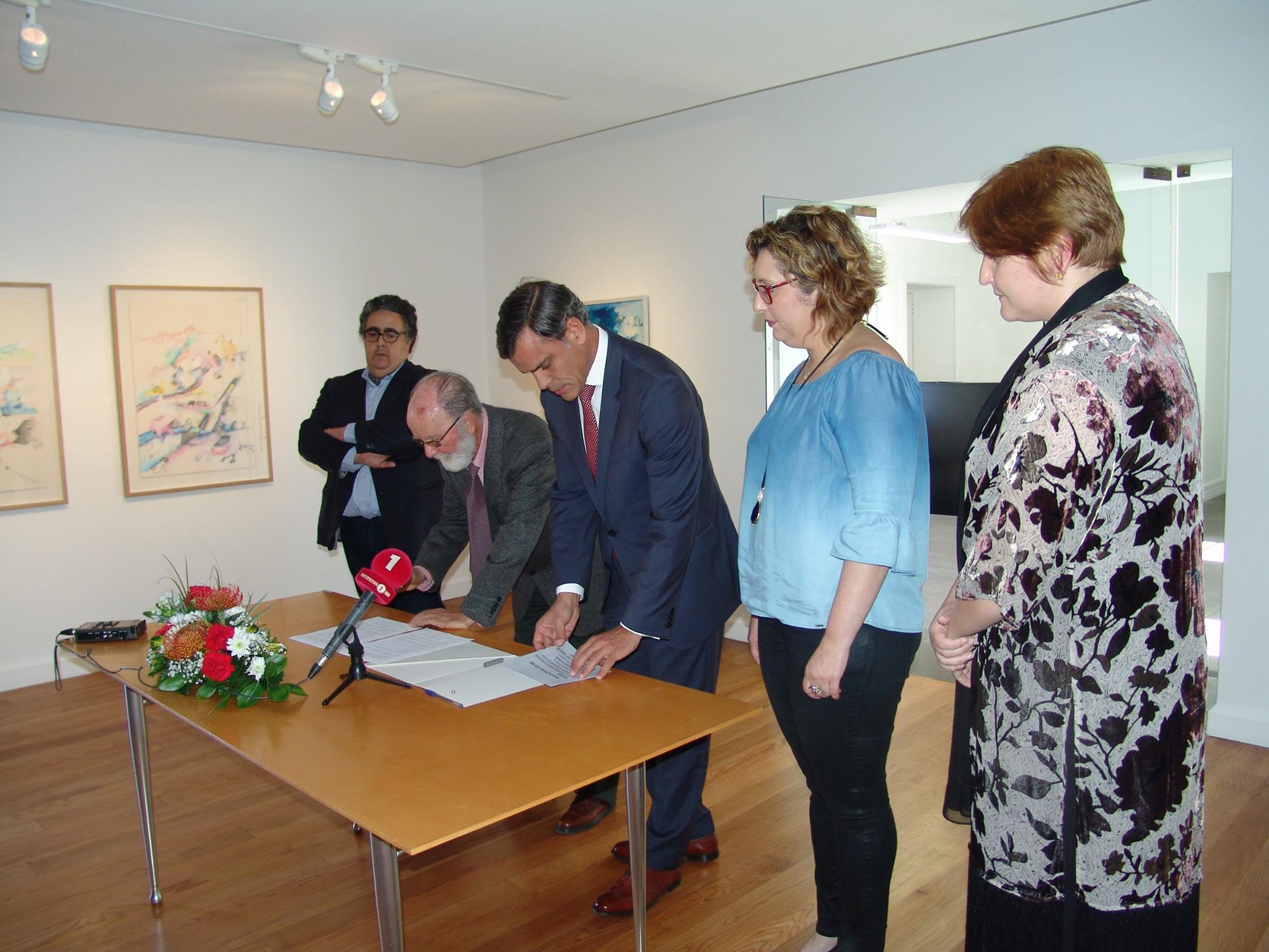 Doação de obras de Élia Pimenta enriquece património artístico da Região