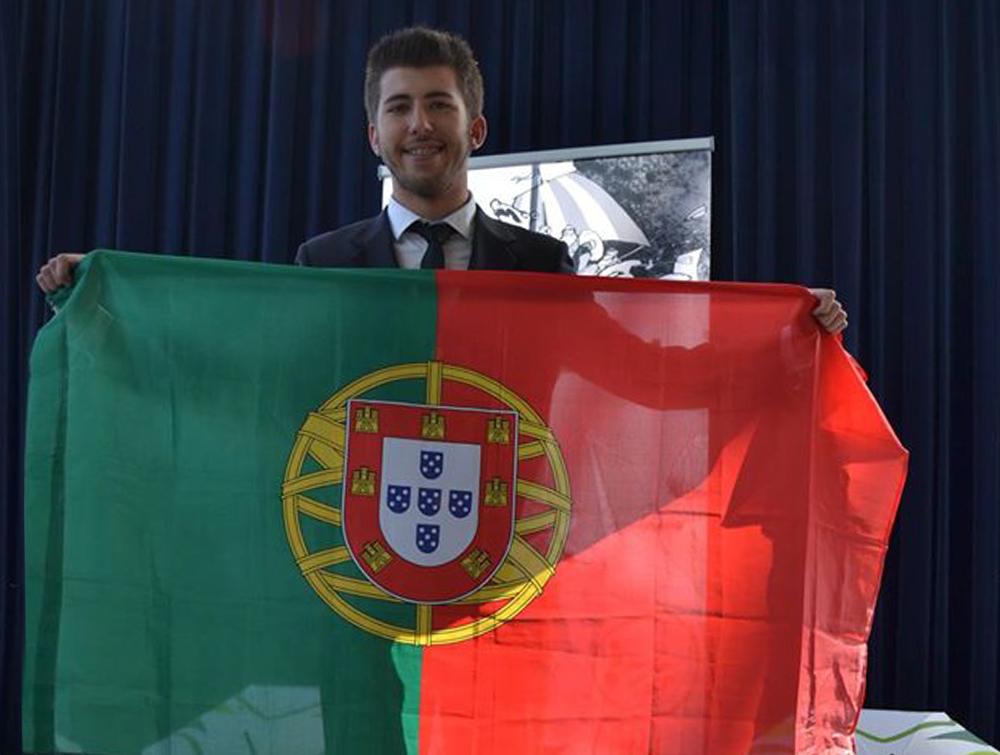 Jorge Carvalho felicita alunos em destaque