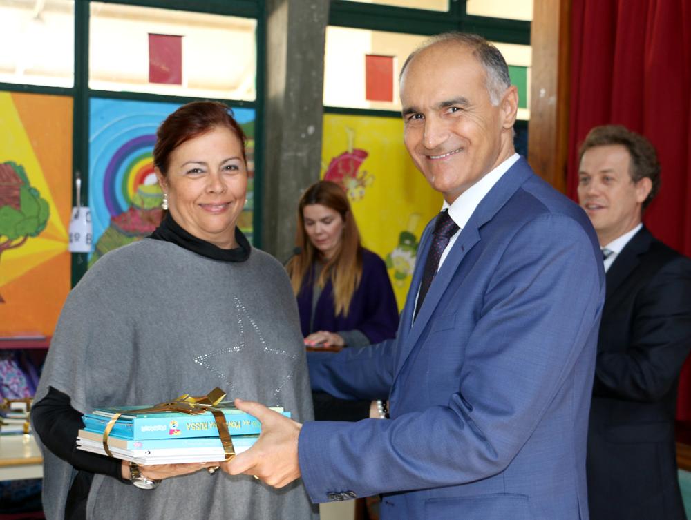 Educação distribui três mil livros pelas bibliotecas das escolas