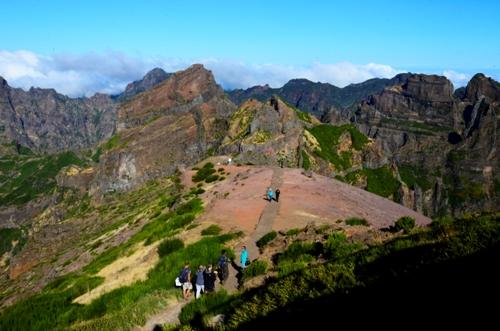Percurso Recomendado Pico do Areeiro - Pico Ruivo eleito  um dos 5 trilhos mais curtos e bonitos do mundo