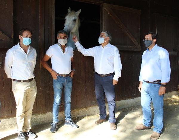 Governo Regional entregou 770 fardos de feno à Associação Hípica da Madeira