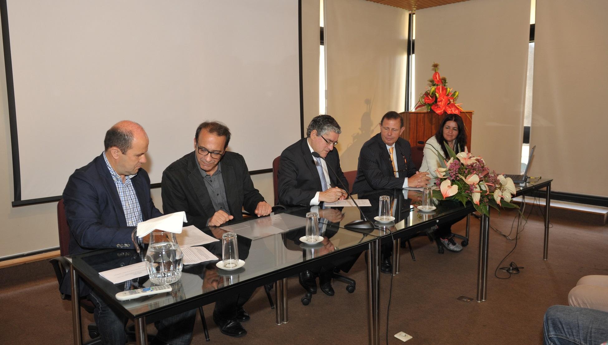 SRAP assina contrato-programa para edição de livro